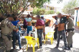 Polícia Militar realiza várias abordagens em bares para coibir criminalidade em Inhapi