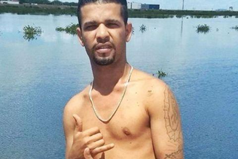 de482cb34e971 Jovem é assassinado com vários tiros na cabeça enquanto conversava ...